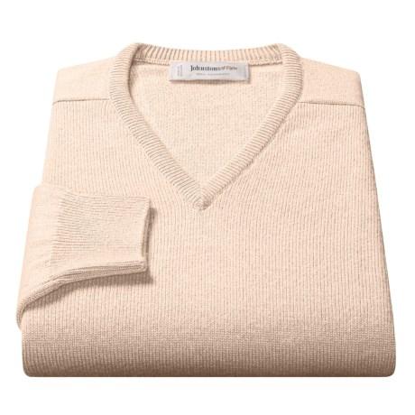 Johnstons of Elgin Scottish Cashmere Sweater - V-Neck (For Men) in Midnight