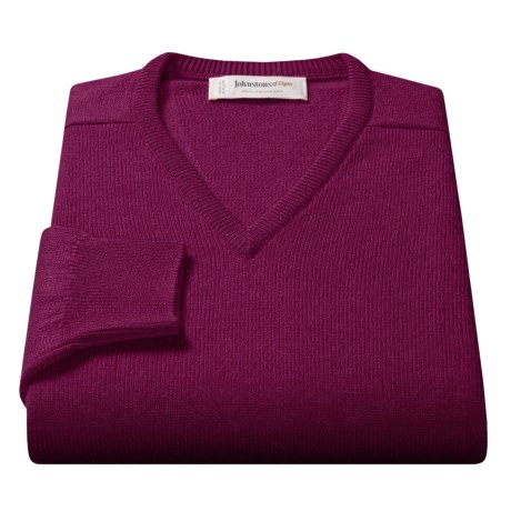 Johnstons of Elgin V-Neck Sweater - Scottish Cashmere (For Men) in Mulberry