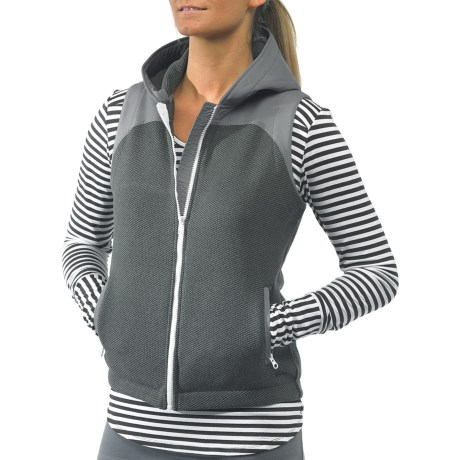 Kavu Kanaka Hooded Vest - Zip Front (For Women) in Charcoal