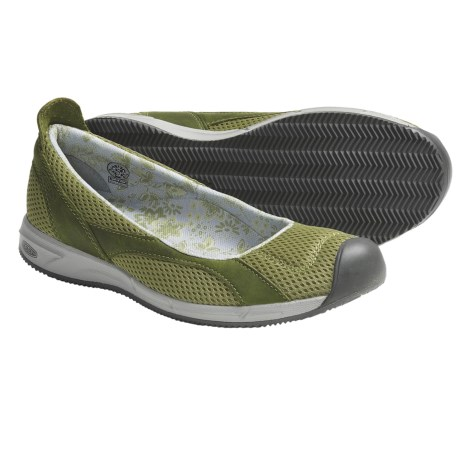 Keen Auckland Ballerina Shoes (For Women) in Woodbine
