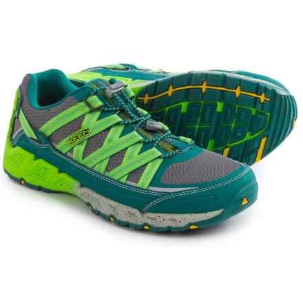 Keen Versatrail Low Hiking Shoes (For Men) in Everglade/Jasmine Green - Closeouts