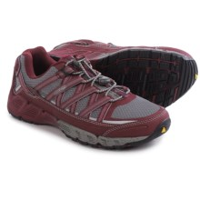 Keen Versatrail Low Hiking Shoes (For Women) in Gargoyle/Zinfandel - Closeouts
