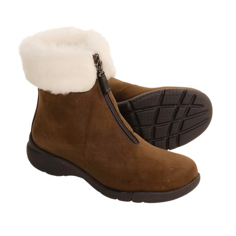 La Canadienne Tess Boots - Shearling Lining (For Women) in Brown Nubuck