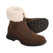 La Canadienne Tess Boots - Shearling Lining (For Women) in Dark Brown Nubuck - Closeouts
