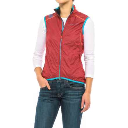 La Sportiva Hustle Vest - Insulated (For Women) in Berry - Closeouts