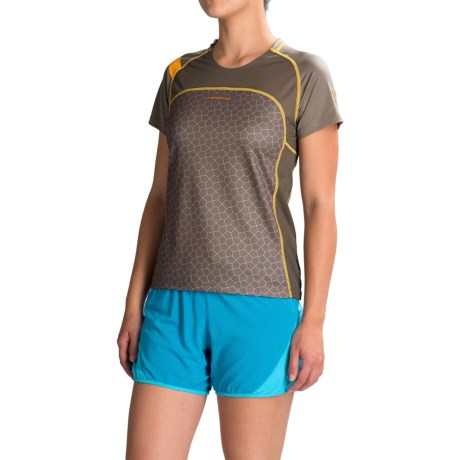 La Sportiva Summit T-Shirt - Short Sleeve (For Women) in Taupe