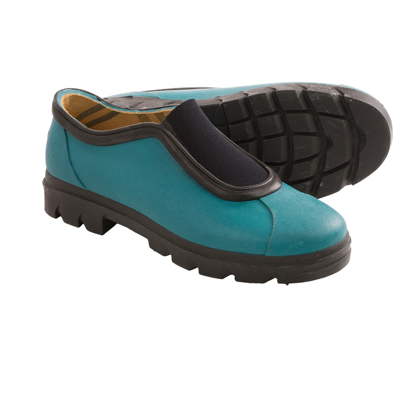 Muck Boots Women's Muckster II Waterproof Gardening Shoe Purple The Women's Purple Garden Shoes by Muck Boots add a bright splash of color to these waterproof outdoor shoes. Now built in true women's sizes they are the new and improved version of the original Muck Boots Daily Garden Shoe.