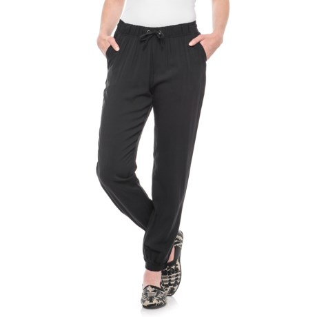 Maison Coupe Drawstring Casual Cropped Joggers (For Women) in Black
