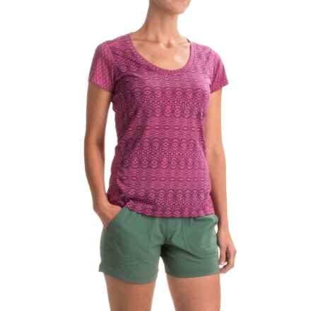 Marmot Logan T-Shirt - UPF 30, Short Sleeve (For Women) in Bright Fuchsia Lilly - Closeouts