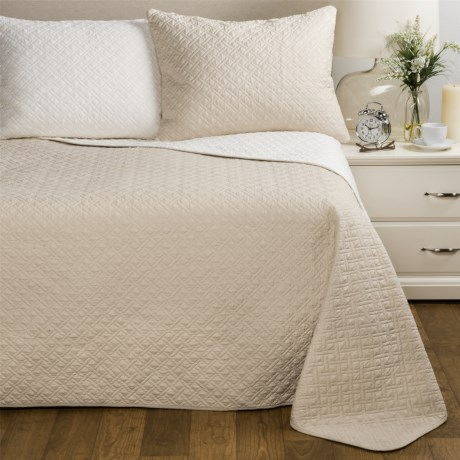 Melange Home Cross Box Reversible Quilt Set - King in Linen/Natural