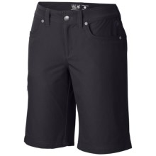 Mountain Hardwear La Strada Stretch Twill Shorts (For Women) in Black - Closeouts