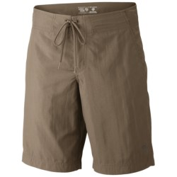 Mountain Hardwear Mesa Crossing Shorts - UPF 50 (For Men) in Khaki