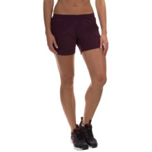 Mountain Hardwear Pacing Shorts - UPF 30, Built-In Briefs (For Women) in Purple Dahlia - Closeouts