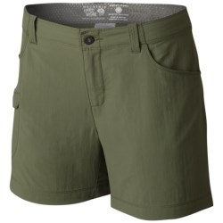 Mountain Hardwear Ramesa V2 Shorts - UPF 50 (For Women) in Mosstone