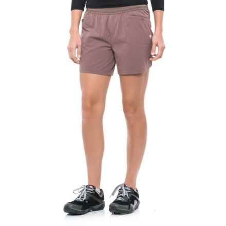 Mountain Hardwear Right Bank Scrambler Shorts - UPF 50 (For Women) in Deep Lichen - Closeouts