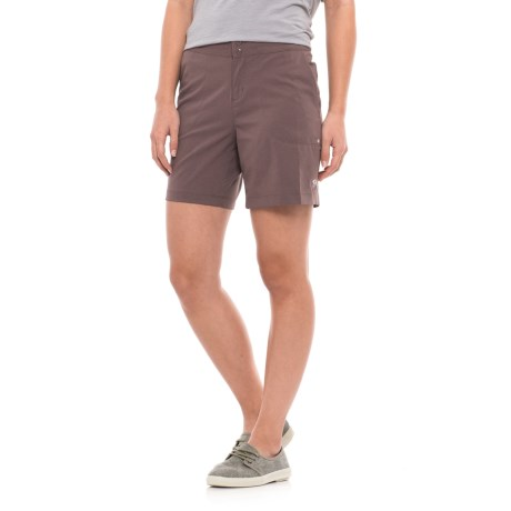Mountain Hardwear Right Bank Shorts - UPF 50 (For Women) in Deep Lichen