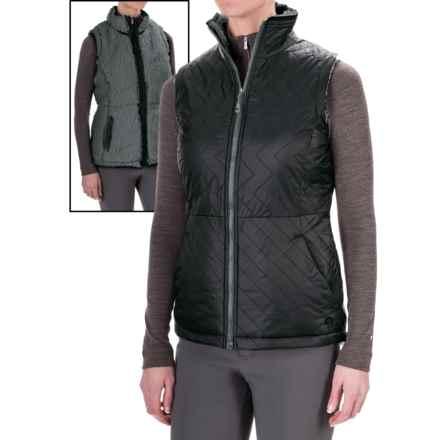 Mountain Hardwear Switch Flip Reversible Vest (For Women) in Black/Graphite - Closeouts