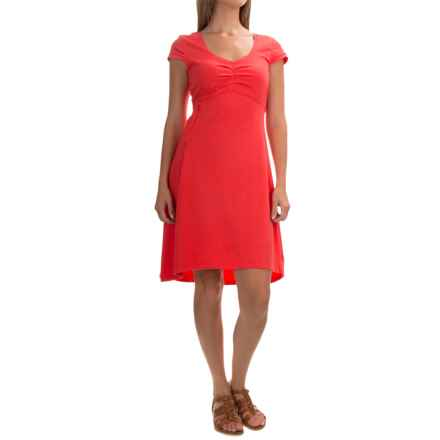 Mountain Hardwear Tonga Dress - Short Sleeve (For Women) in Red Hibiscus - Closeouts