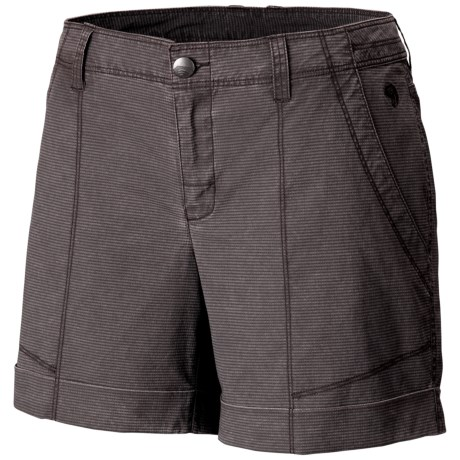Mountain Hardwear Wanderland Shorts (For Women) in Cordovan
