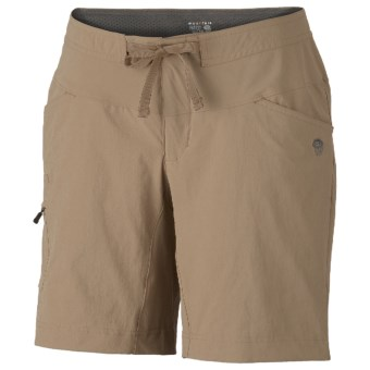 Mountain Hardwear Yuma Shorts - UPF 50 (For Women) in Dune