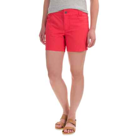 Mountain Khakis Stretch-Poplin Shorts - Slim Fit, Low Rise (For Women) in Hibiscus - Closeouts