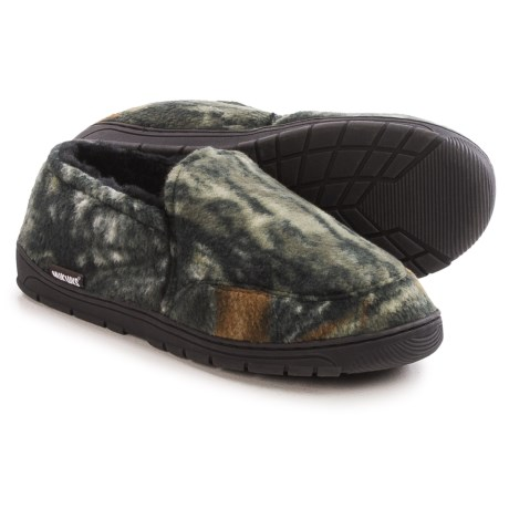 Muk Luks Camouflage Slippers - Fleece (For Men) in Mossy Oak Breakup