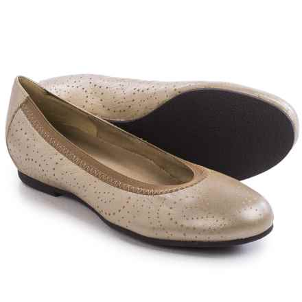 Munro American Brandi Ballet Flats - Leather (For Women) in Taupe Pearlized Kid - Closeouts