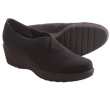 Munro American Bravo Loafers (For Women) in Black - Closeouts