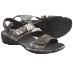 Munro American Brenna Sandals (For Women) in Black Diamond Snake Print