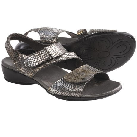 Munro American Brenna Sandals (For Women) in Pewter Metallic Diamond Snake Print