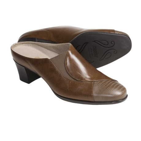 Munro American Cassie Mules - Leather (For Women) in Luggage