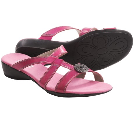 Munro American Chloe Sandals (For Women) in Fuchsia