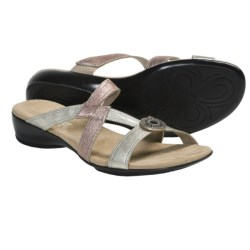 Munro American Chloe Sandals (For Women) in Bronze Metallic