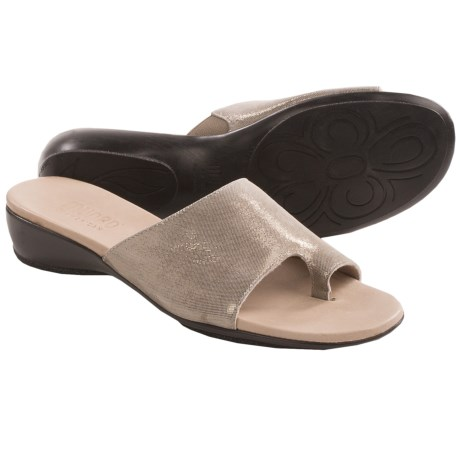 Munro American Elise Sandals (For Women) in Stone Shimmer