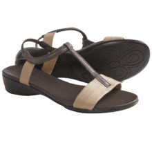 Munro American Faran Sandals (For Women) in Brown/Bone Kid - Closeouts