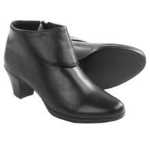 Munro American Grace Ankle Boots - Suede (For Women) in Black Leather - Closeouts