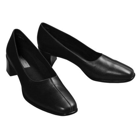 Munro American Meredith Pumps (For Women) in Black Leather