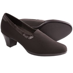 Munro American Nora Pumps (For Women) in Brown
