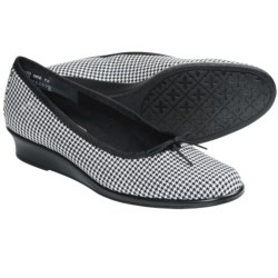 Munro American Sydney Shoes - Wedge Heel (For Women) in Black/White Houndstooth