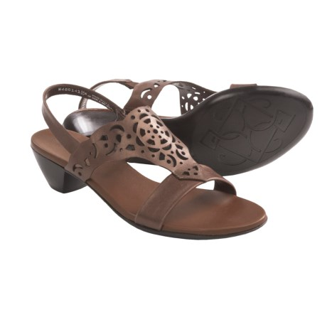 Munro American Tahiti Sandals - Leather (For Women) in Saddle Brown