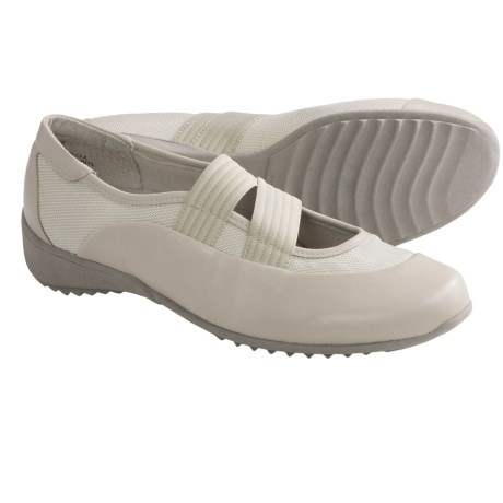 Munro American Tess Shoes - Slip-Ons (For Women) in Oat Leather