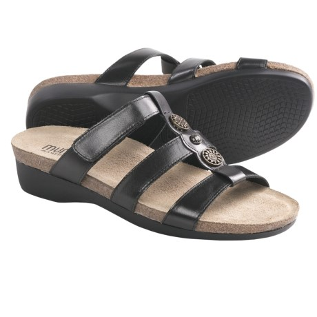 Munro American Virgo Sandals (For Women) in Black Leather