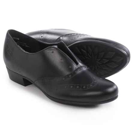 Munro American Yale Laceless Oxford Shoes - Calf Leather, Slip-Ons (For Women) in Black Leather - Closeouts