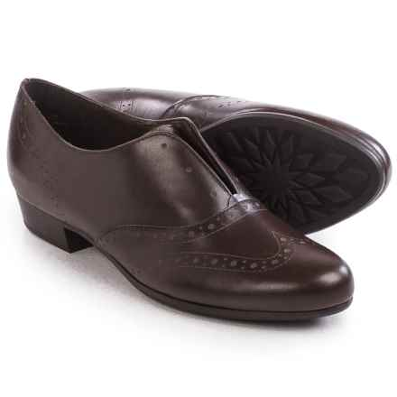 Munro American Yale Laceless Oxford Shoes - Calf Leather, Slip-Ons (For Women) in Brown Leather - Closeouts