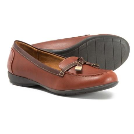 3e5b4e7e67e Natural Soul Gracee Loafers (For Women) in Oak Brown