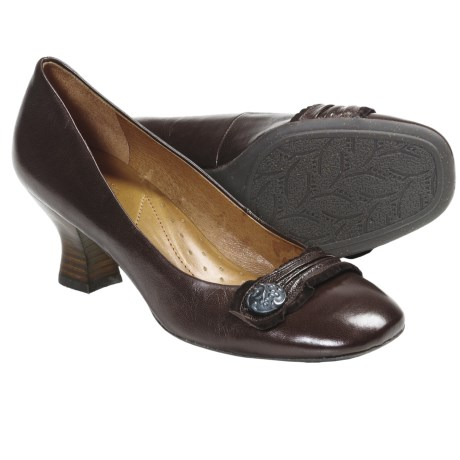Naya Daria Pumps (For Women) in Oxford Brown