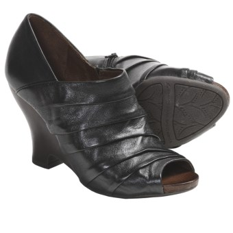 Naya Genesis Wedge Shoes - Leather (For Women) in Black