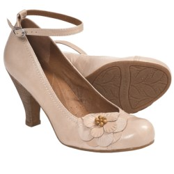 Naya Valeska Pumps (For Women) in Natural