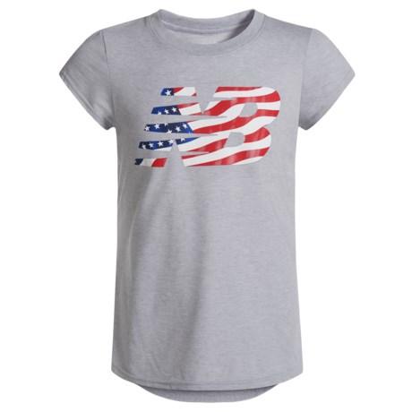 New Balance American Flag Logo Graphic T-Shirt - Short Sleeve (For Big Girls) in Grey