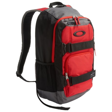 Oakley Enduro Crestible Backpack - 22L in Red Line